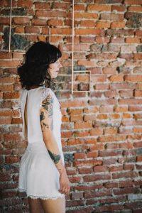 Pour un mariage estival, optez pour une robe courte ou une combi-short | Atelier 2B à Toulouse
