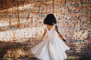 Pour un mariage d'été, pensez à la robe courte   Atelier 2B à Toulouse, création de robes de mariée